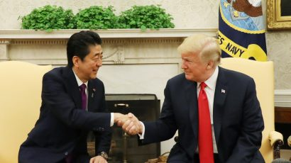 Trump and Abe at oval office