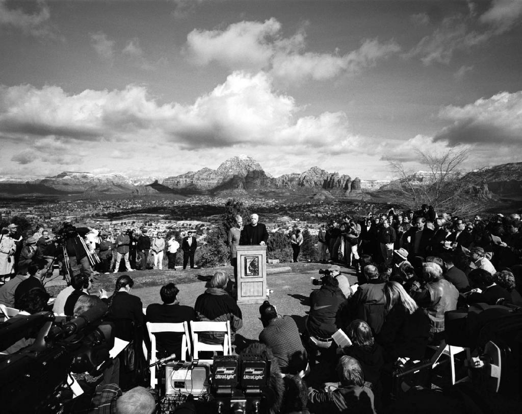 John McCain in Cornville, Arizona in 2000, suspending his first presidential campaign.