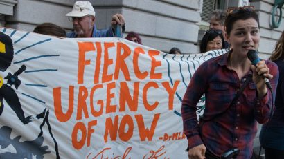 A rally outside the 9th Circuit Court of Appeals in San Francisco on October 29 was one of many across the country to show support for a federal climate lawsuit brought by 21 youth. Credit: Peg Hunter