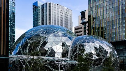 Amazon's Seattle properties include The Spheres. Credit: Biodin CC BY-SA 4.0 via Wikimedia Commons.