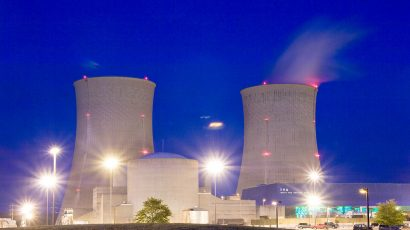 Watts Bar Nuclear Power Plant Units 1 & 2 cooling towers and containment buildings.