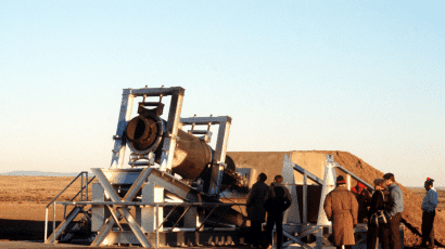 Soviet inspectors inspect Pershing missiles