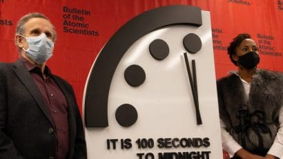 Members of the Bulletin of the Atomic Scientists' Science and Security Board, Robert Rosner and Suzet McKinney, reveal the 2021 setting of the Doomsday Clock: It is still 100 seconds to midnight. Photo: Bulletin of the Atomic Scientists/Thomas Gaulkin