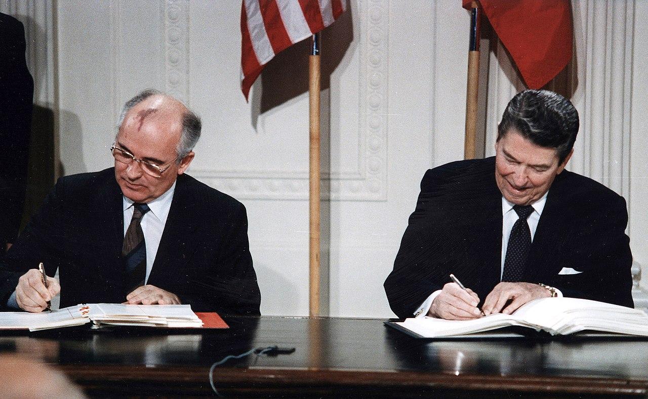 reagan-gorbachev-inf-signing