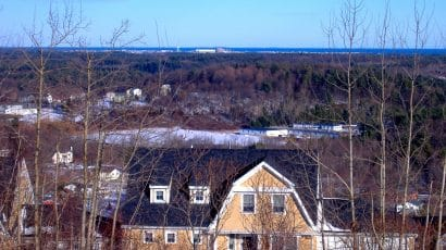 Seabrook Station Nuclear Power Plant as seen from nearby Amesbury, Massachusetts. Credit: ThePessimus. Public domain image accessed via Wikimedia Commons.