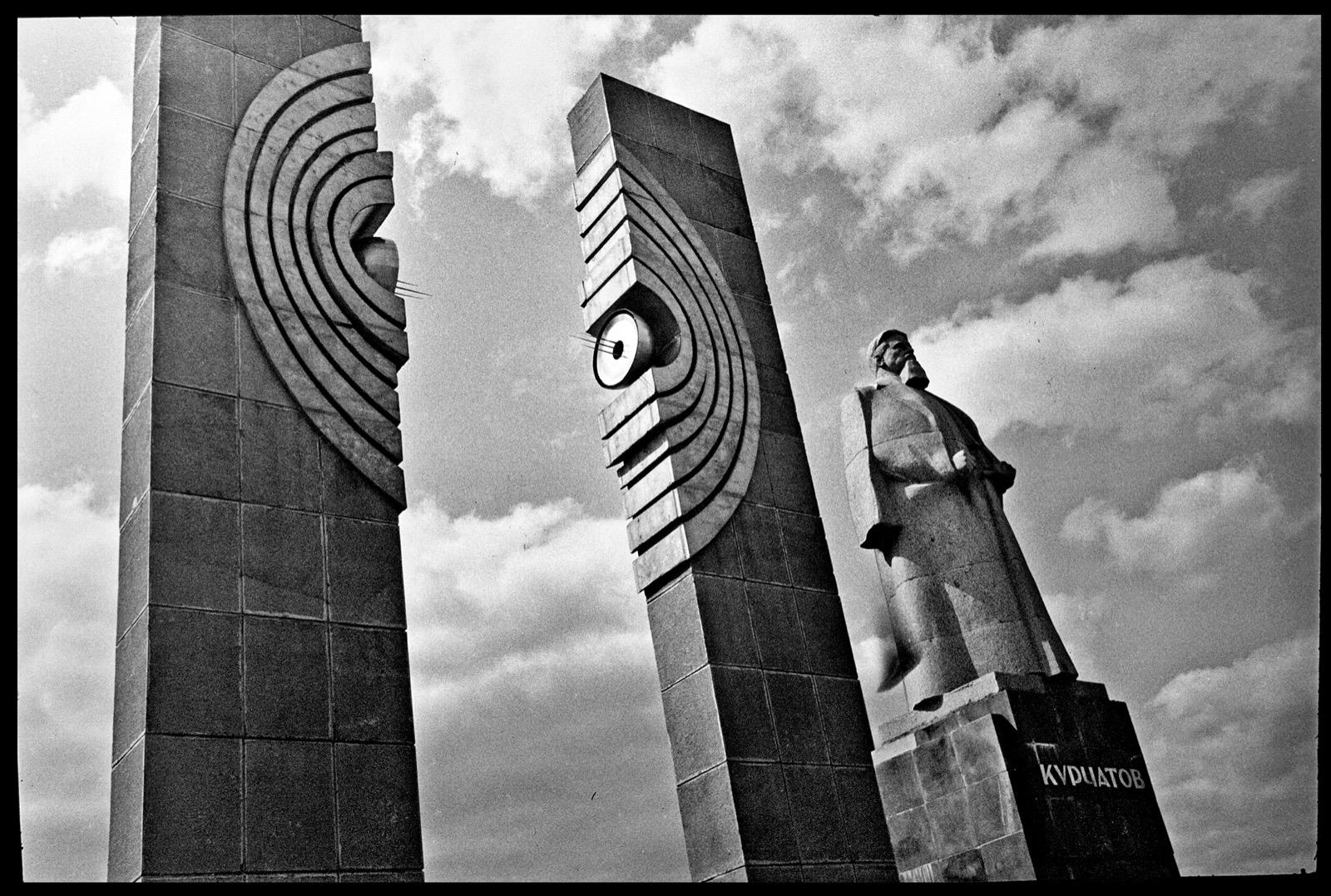 2 Monument to Splitting of Atom USSR