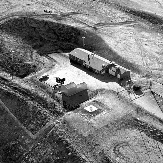 Launch_Control_Facility_after_construction_at_Malmstrom_AFB,_Montana