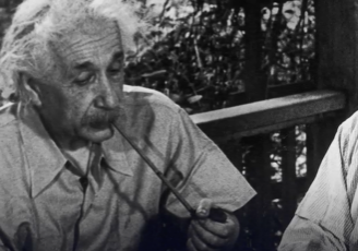 Albert Einstein (left) and Leó Szilárd (right) together in 1946.